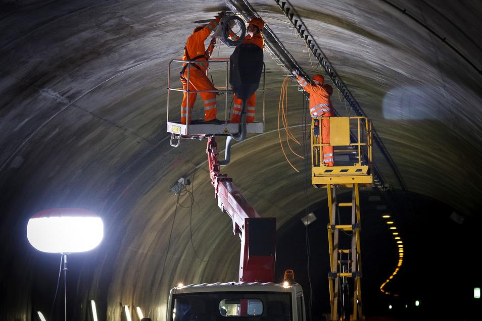 Wartungen und Reparaturen gibt es immer wieder im Tunnel Königshainer Berge, wie hier nach einem Unfall im Jahr 2013.