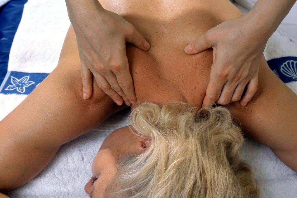 Eine Physiotherapie kann Linderung und Entspannung bringen. Das Verhältnis zwischen einer Patientin und ihrem Physiotherapeuten ist allerdings so angespannt, dass sie vor Gericht landet.
