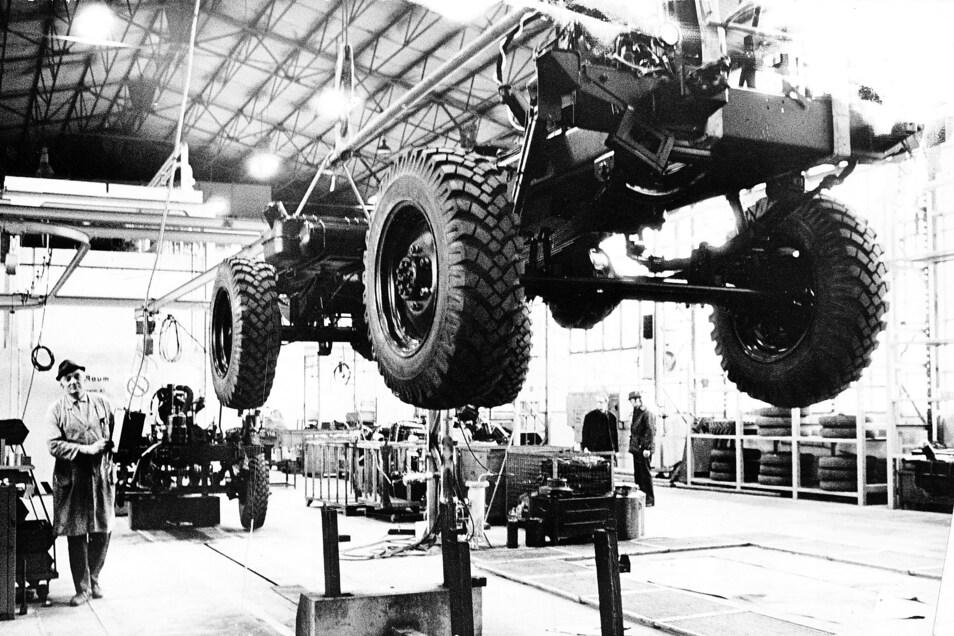 Ein Bild aus der jüngeren Vergangenheit: Blick in die Montage des VEB Roburwerke Zittau. Die Aufnahme entstand im März 1978 am Fahrgestellband.