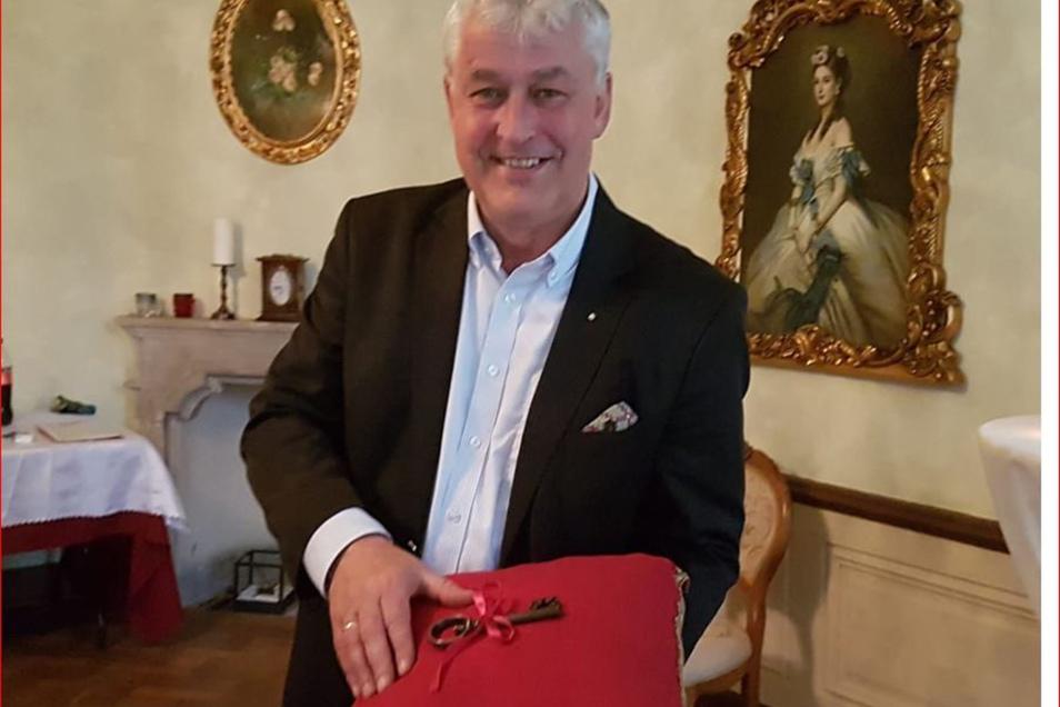 Andreas v. Hünefeld hat den Schloss-Schlüssel übernommen und viel mit dem Barockbau vor.