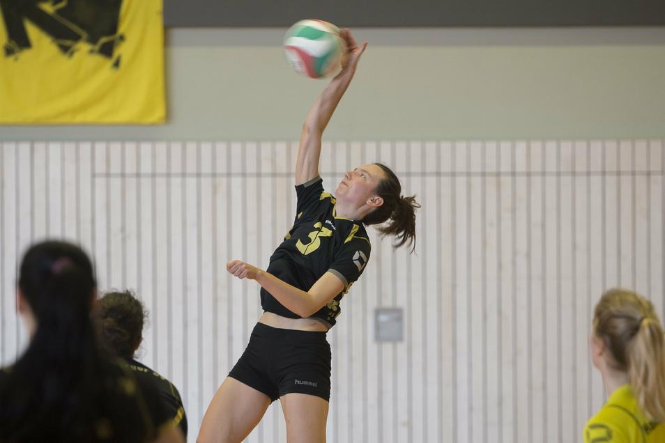 Gehen unter neuem Namen in die Nach-Corona-Saison: Hainsbergs Volleyball-Frauen, hier mit Anna Grzybeck beim Sachsenpokal-Finale 2019 im Angriff.