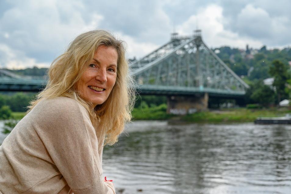 Als Kleinkind wurde Astrid Moeller mitsamt ihrer Familie durch einen langen Tunnel aus dem Osten Berlins in den Westen geschleust. Nun lebt sie wieder in ihrer Heimatstadt Dresden.