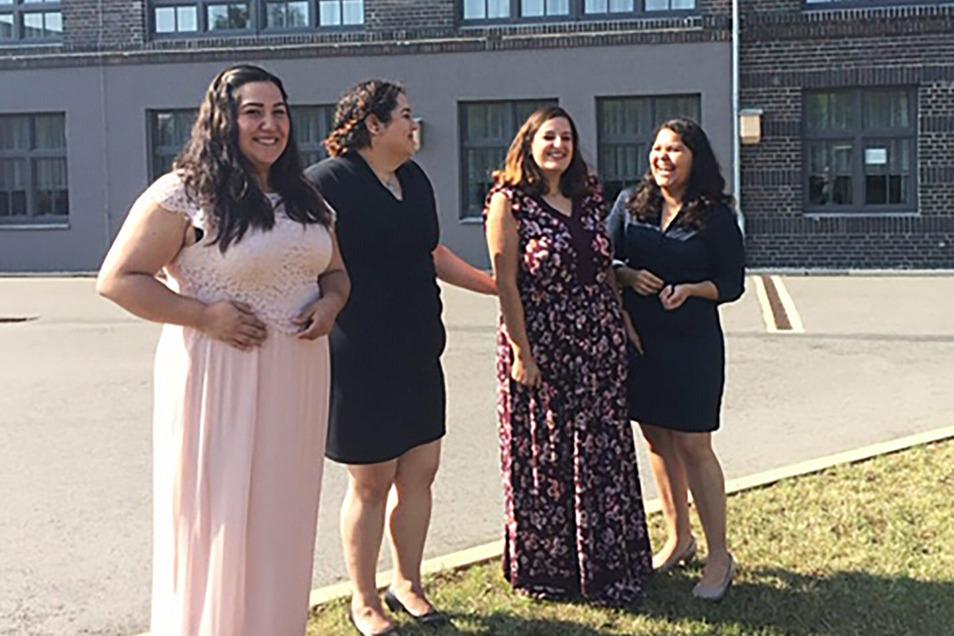 Die Mexikanerinnen Paola Plascencia (r-l), Ana Gamez, Ivette Escobar, Melissa Aguilera, haben in Sachsen ihre Anerkennung als Pflegekraft absolviert und arbeiten in Heimen in Hartmannsdorf und Riesa