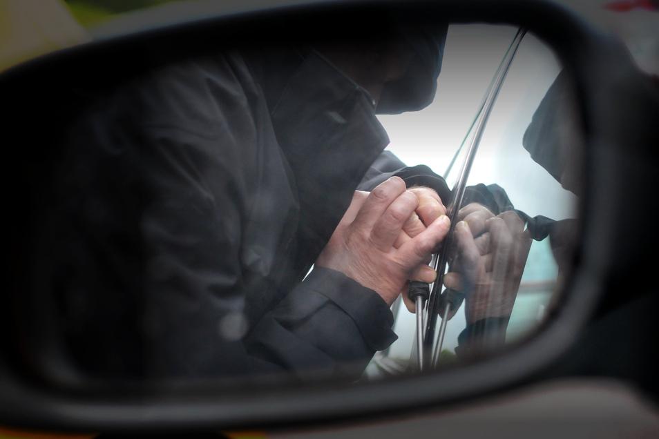 Autoeinbrecher haben in Dresden Beute gemacht.