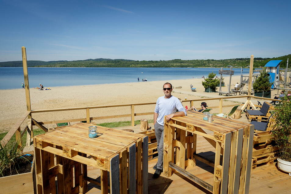 René Freigang hat seine Strandbar voriges Jahr eröffnet - als am Berzdorfer See, auch wegen der Coronakrise, Hochbetrieb herrschte.