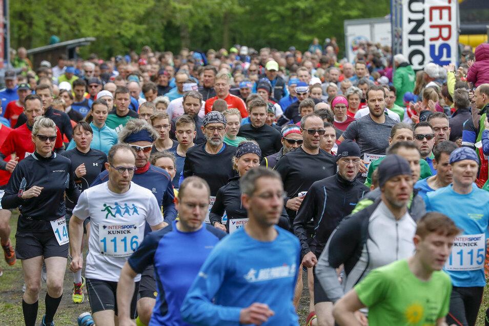 Start für die 17-Kilometer-Strecke: Ein Bild vom 46. Zittauer Gebirgslauf & Wandertreff 2019. An dem nahmen Tausende Sportler teil.