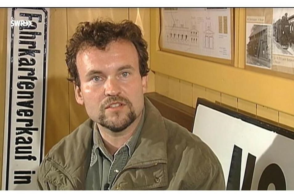 Peter Wunderwald berichtet in der SWR-Dokumentation über die Arbeit der IG Verkehrsgeschichte.