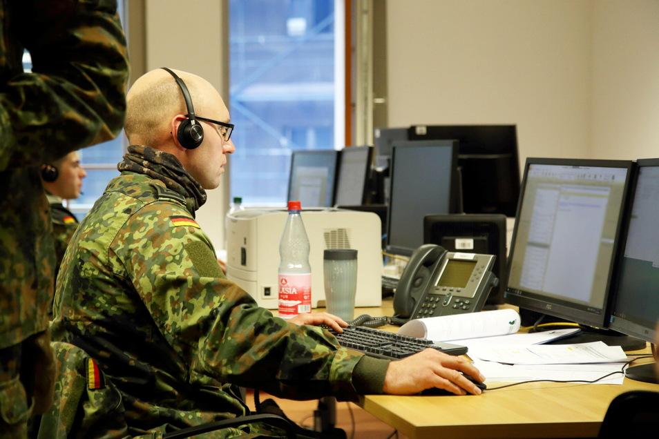 Soldaten der Bundeswehr haben wie hier in Görlitz in den Hochzeiten der Pandemie die Landkreise und Städte bei der Nachverfolgung von Corona-Kontaktketten unterstützt.