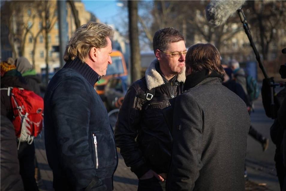 Der Gerichtsvollzieher (Mitte).