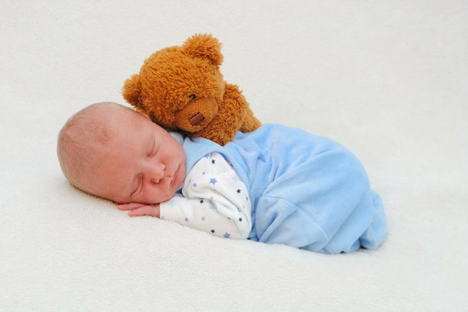 Emil, geboren am 10. Juni, Geburtsort: Meißen, Gewicht: 3.608 Gramm, Größe: 49 Zentimeter, Eltern: Stefanie Hiller und Peter Drechsler, Wohnort: Meißen
