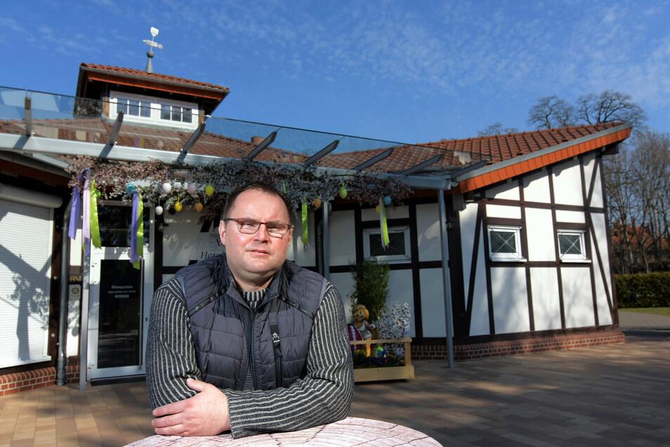 Nachdenklich blickt Gastronomieunternehmer Lars Lemke in die Zukunft und hofft, dass die Corona-Beschränkungen schnell aufgehoben werden können.