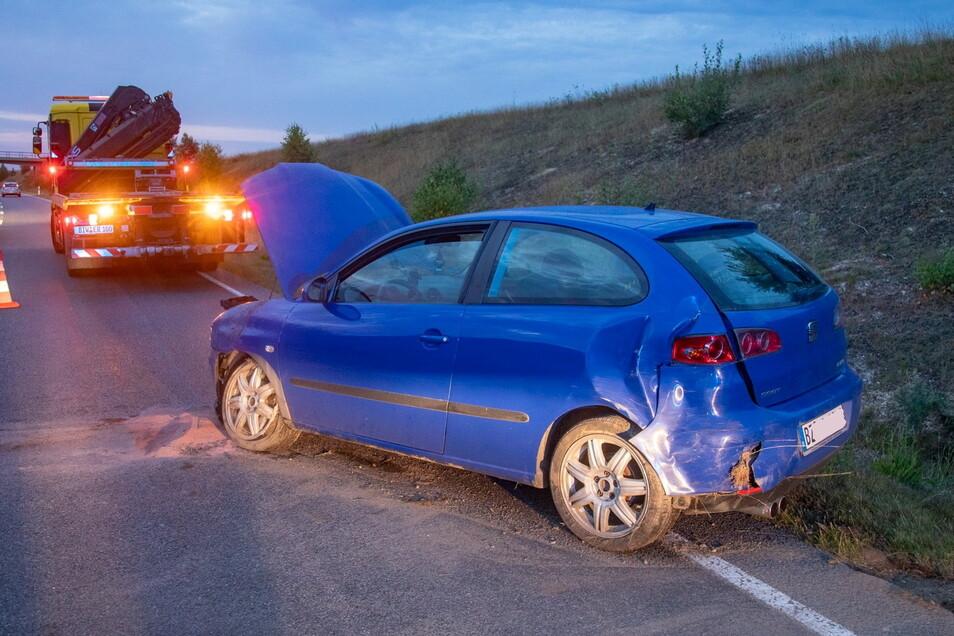 Ein Verletzter und hoher Schaden sind die Folgen eines Unfalls, der sich am Freitagmorgen auf der B 98 bei Bischofswerda ereignet hat.