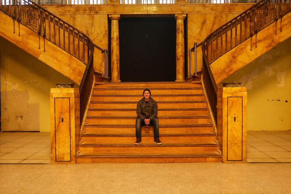Stefan Roesch an seinem Lieblingsort in Görlitz, dem Kaufhaus. Anfang Januar war für mehrere Tage zu Besuch.