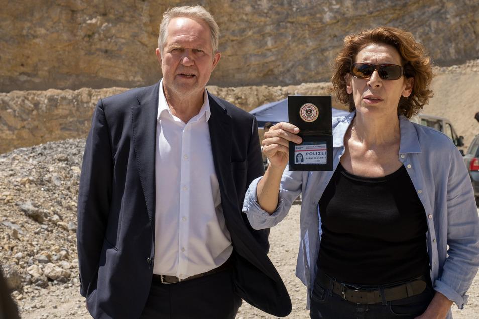 Für Moritz Eisner (Harald Krassnitzer) wird es richtig eng. Aber auch Bibi Fellner (Adele Neuhäuser) hat einige Probleme. Nicht nur, dass der Klempner sie hinhält; es wird auch noch ein Giftanschlag auf sie verübt.