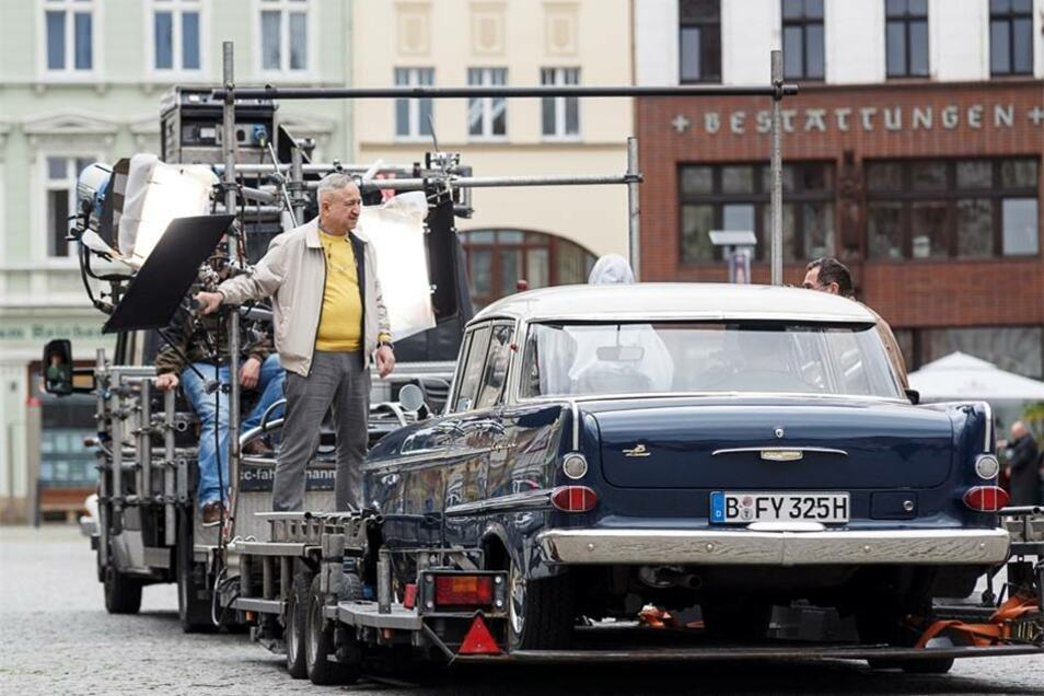 Der Opel wurde während der Dreharbeiten sogar auf einem Anhänger transportiert, um Filmaufnahmen aus dem Inneren zu machen.
