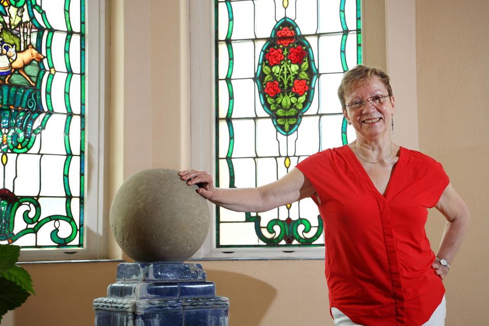 Die Brunnen im Flur des Werner-Heisenberg-Gymnasiums haben es ihr angetan: Nach zehn Jahren als Schulleiterin geht Sylvia Mebus in Rente. Damit ist wieder mehr Zeit zum Forschen, sagt sie.