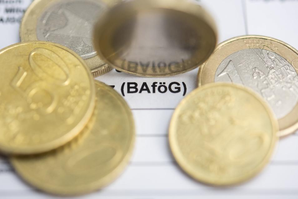 Kein geschenktes Geld: Wer im Studium Bafög bekommt, muss es später zurückzahlen - zumindest einen Teil davon.
