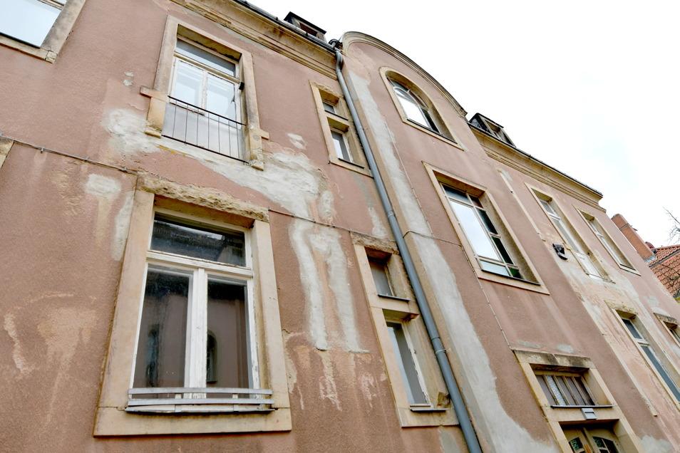 Die früheren Balkone am Altbau in Trachau mussten abgebaut werden, weil sie drohten einzustürzen.