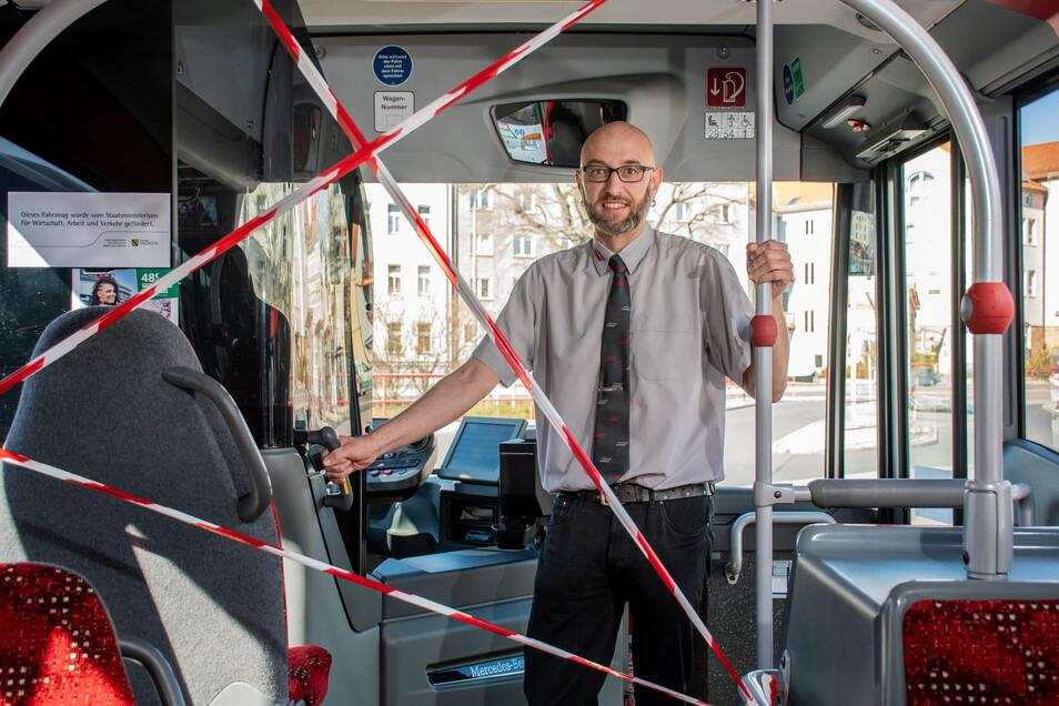 Noch vor einem Jahr gab es für die Busfahrer keinen Schutz. Während des Anfangs der Corona-Pandemie gab es vorn keinen Zutritt.