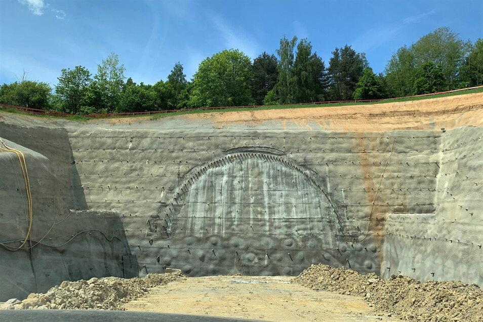 Fertiggestellter Tunneleinschnitt auf der Kohlberg-Ostseite: Bald kommt hier der erste Durchbruch.