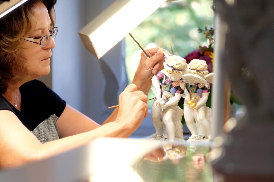 Seit 37 Jahren ist Anett Günther Porzellanmalerin. In der neuen Führung der Manufaktur berichtet sie, warum seitdem keine Langeweile aufgekommen ist.