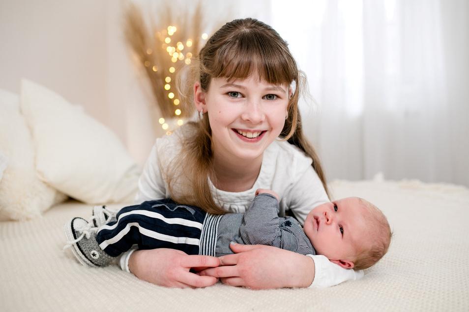 Luis und Schwester Lena, geboren am 5. Februar, Geburtsort: Kamenz, Gewicht: 3.260 Gramm, Größe: 51 Zentimeter, Eltern: Sandy Bischoff und Torsten Michler, Wohnort: Radeberg
