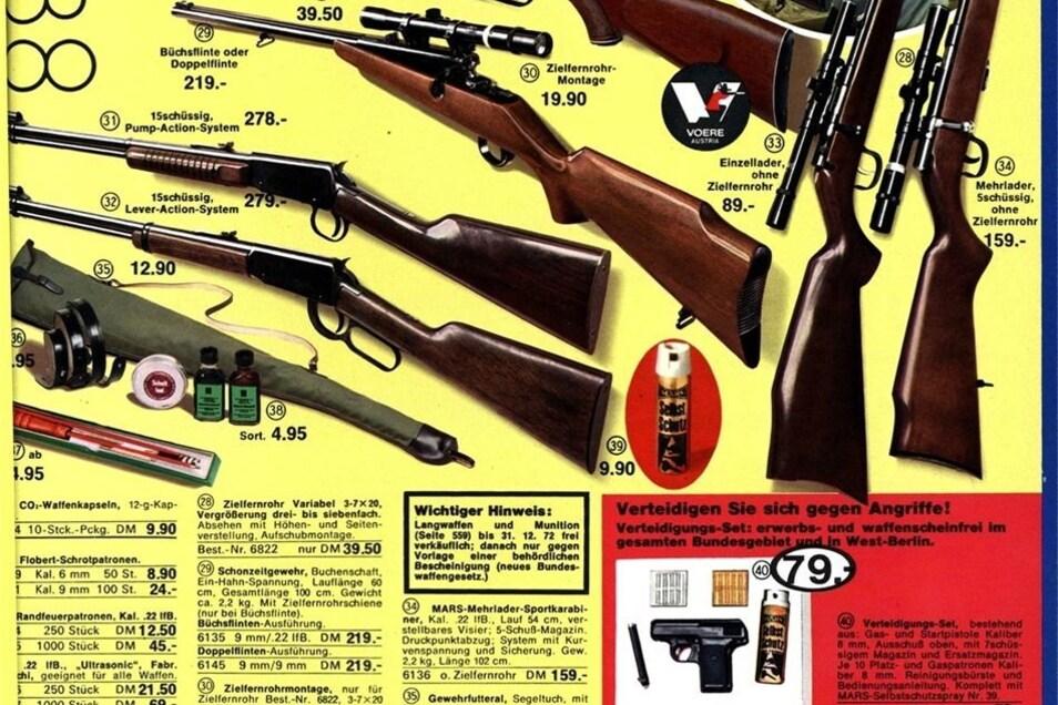 """Das waren noch Zeiten: Bis Ende 1972 waren Feuerwaffen für Freizeit (Jagd) und Sport sogar über Kataloge frei verkäuflich. Dabei genügte der Nachweis, dass der Empfänger 18 Jahre und älter ist. Dem Quelle-Katalog von 1972 war der """"wichtige Hinweis"""" auf di"""