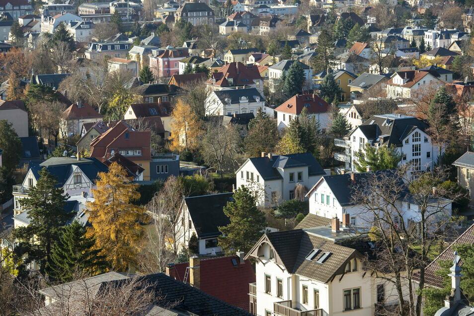 Die Villengebiete mit großzügigen Grundstücken prägen den Charakter Radebeuls oberhalb der Meißner Straße.