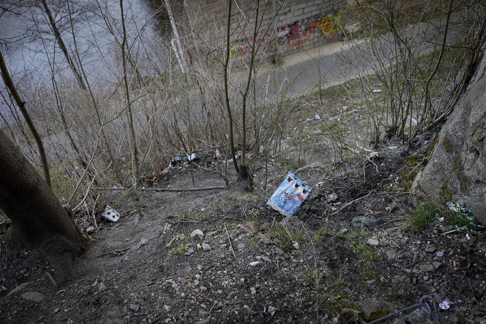 Unter dem Viadukt sammelt sich seit Herbst immer wieder Müll, weil Jugendliche hier verstärkt herumhängen.