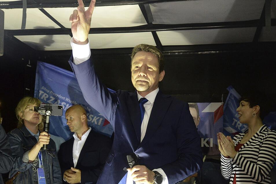 Rafal Trzaskowski winkt seinen Anhängern zu: Die Präsidentschaftswahl in Polen findet am 28. Juni statt.
