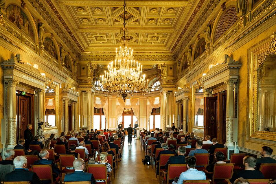 Am Montagabend wurde es  im Festsaal auf Schloss Albrechtsberg feierlich. Die Stadt Dresden ehrte seine erfolgreichsten Sportler und vergab Stipendien
