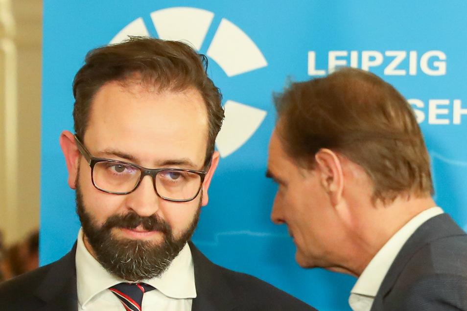 Burkhard Jung (SPD, r), amtierender Oberbürgermeister, und sein Herausforderer Sebastian Gemkow (CDU).