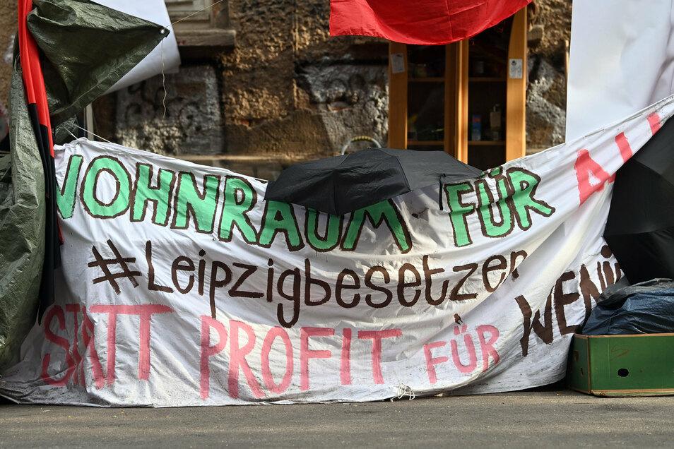 """Aktivisten der """"Gruppe Leipzig"""" hatten am 21. August das leerstehende Haus besetzt und in einer öffentlichen Stellungnahme die Aufwertung und Verteuerung von Wohnraum kritisiert."""