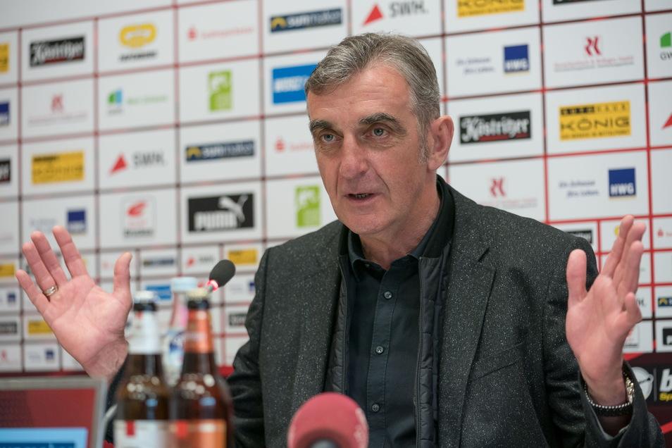 Ralf Minge bei seiner Vorstellung als neuer Sportdirektor des Halleschen FC am Mittwochmittag.