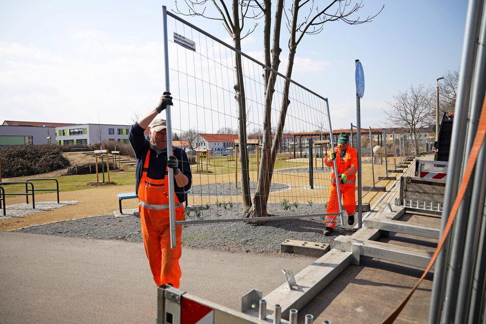Am Freitag wurden die Zäune rund um den Bürgergarten an der Werner-Seelenbinder-Straße abgebaut.
