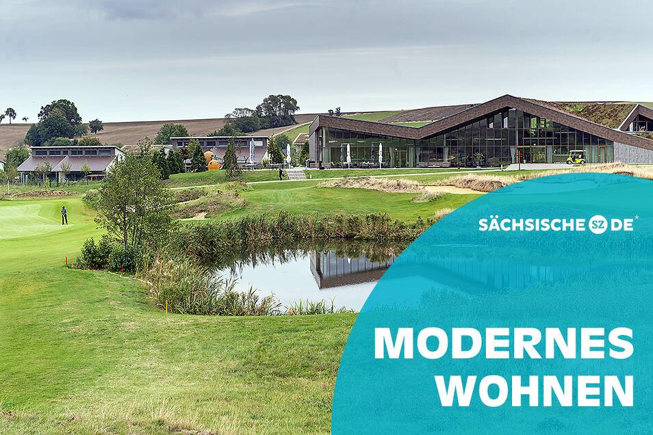 Blick auf den Golfplatz und in das Restaurant des Golfclubs in Herzogswalde.