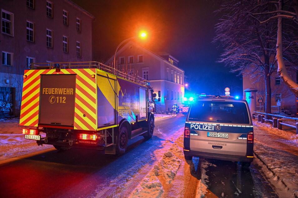 Die Feuerwehr rückte in Bautzen zu einem Zimmerbrand auf der Dresdner Straße aus. Es gab keine Verletzten.