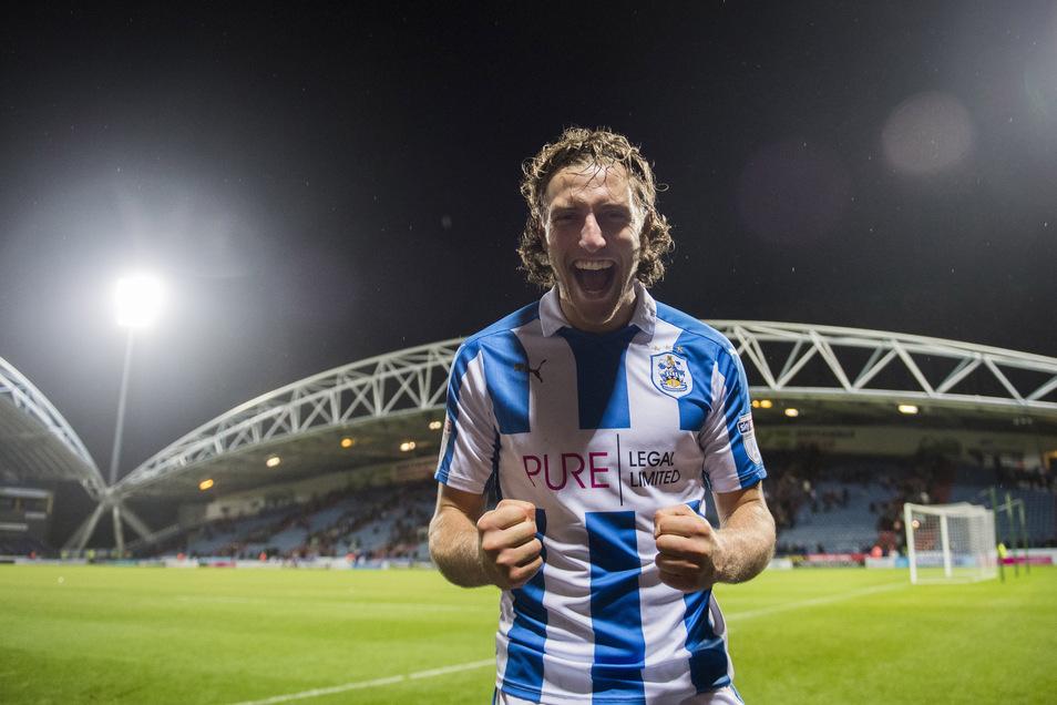 In der zweiten englischen Liga bestritt er 37 Spiele in der zweiten englischen Liga sowie drei in den Play-offs, in denen 2017 der Aufstieg in die Premier League gelang.