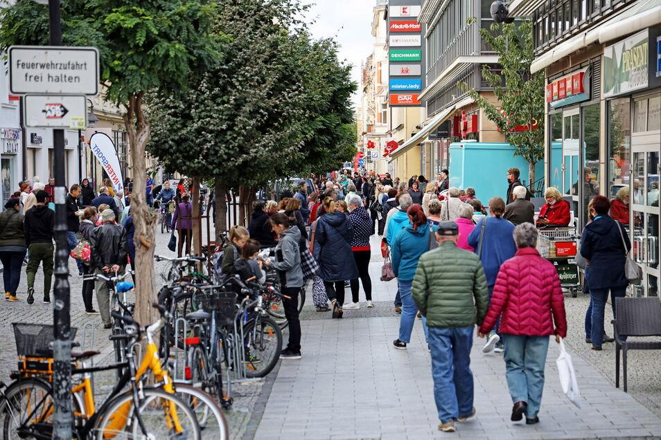 Regen Betrieb auf der Hauptstraße erhoffen sich Riesas Innenstadt-Händler auch fürs Stadtfest im September. Auch sonntags soll dann geöffnet sein.