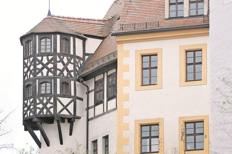 Der Erker ist der markanteste Teil des Gebäudes. Das Fachwerk wurde bei einer Untersuchung auf 1347 datiert. Die andere Haushälfte kam in der Renaissance dazu.