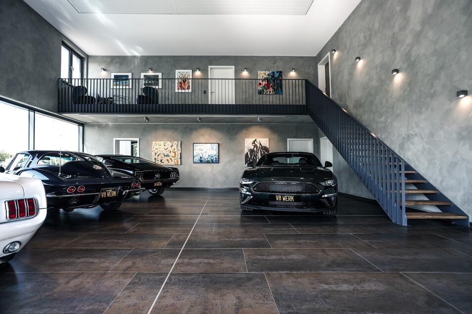 Neues V8-Werk in Pirna: Showroom für Klassiker der US-Automobilkunst.