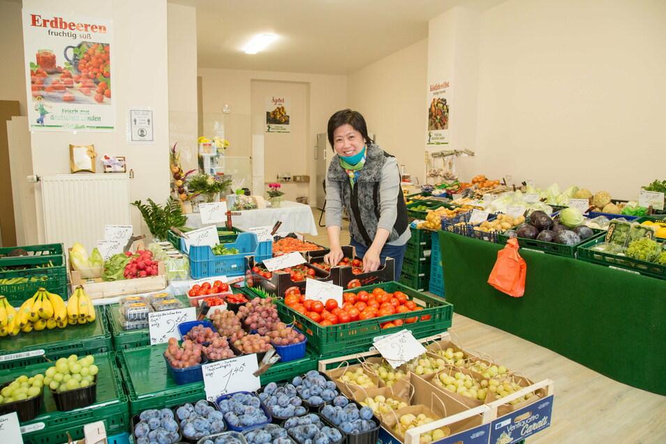 Viele Jahre hatten Kim Nguyen und ihr Mann einen Stand auf dem Görlitzer Wochenmarkt. Nun eröffneten sie gegenüber im ehemaligen Erotikshop ein eigenes Geschäft.