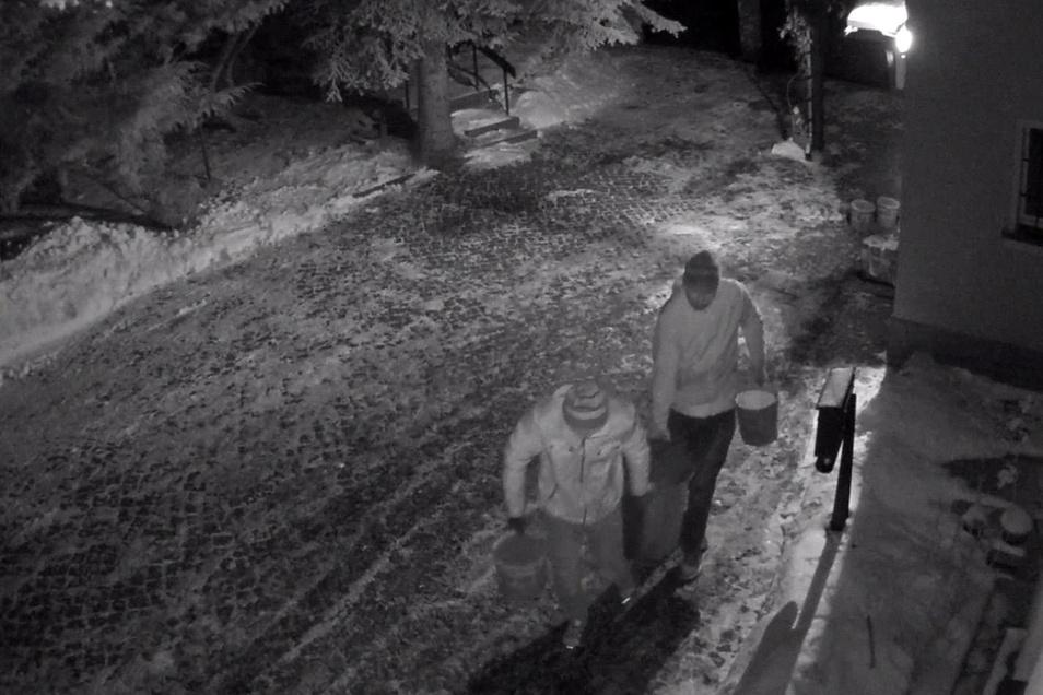 In der Aufzeichnung der Überwachungskamera sind die Einbrecher nicht zu erkennen. Dafür aber etwas anderes.