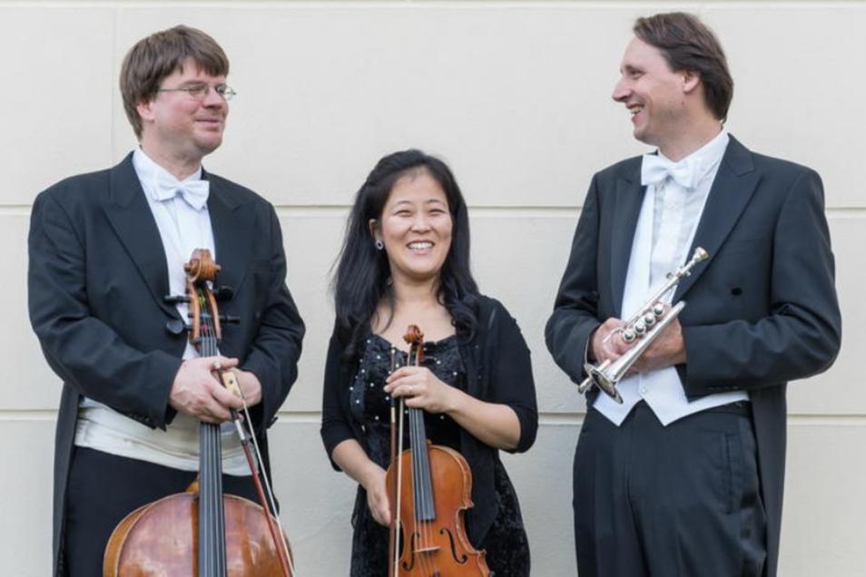 Es spielen Joachim Karl Schäfer (Trompete), die Gewinnerin des ARD-Wettbewerbes MinJung Kang (Violine) sowie Uwe Hirth-Schmidt (Violoncello). An der Walcker-Orgel musiziert KMD Michael Pöche.
