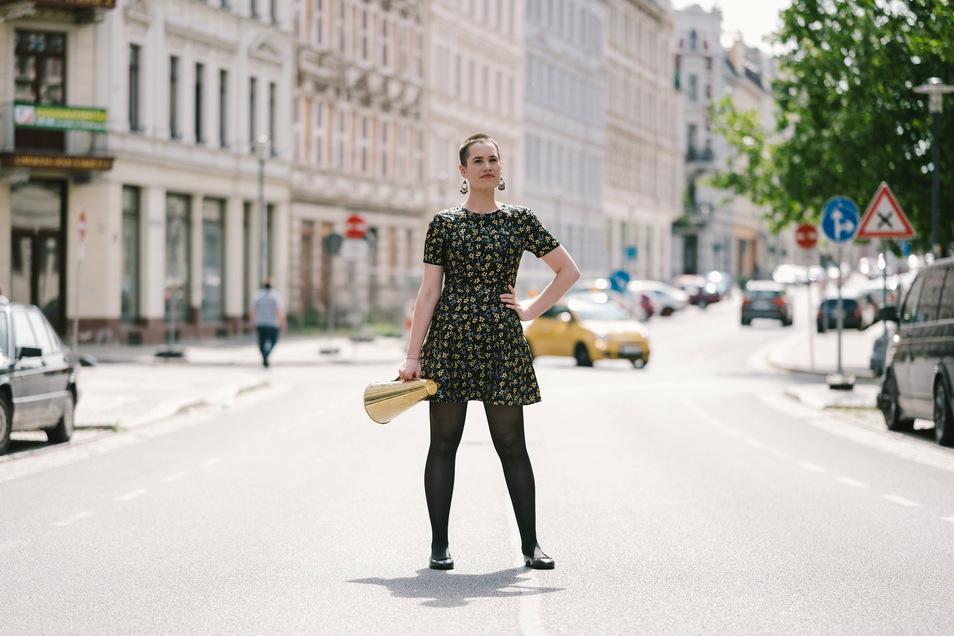 """Jessy James LaFleur lädt am 16. Juli zum siebten Bautzener Poetry Slam """"Spreelevant"""" am Steinhaus ein."""