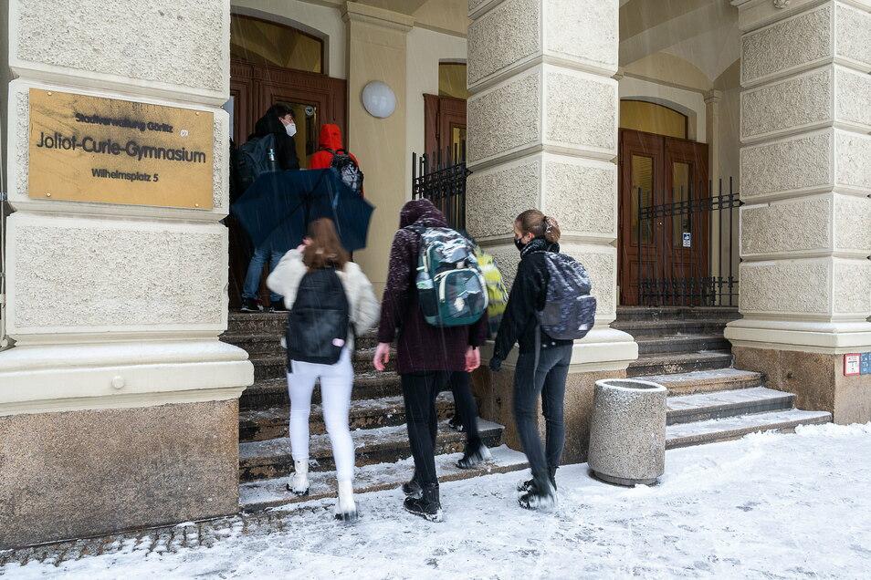 Schüler der Abschlussklassen gingen am Montag ins Görlitzer Joliot-Curie-Gymnasium.