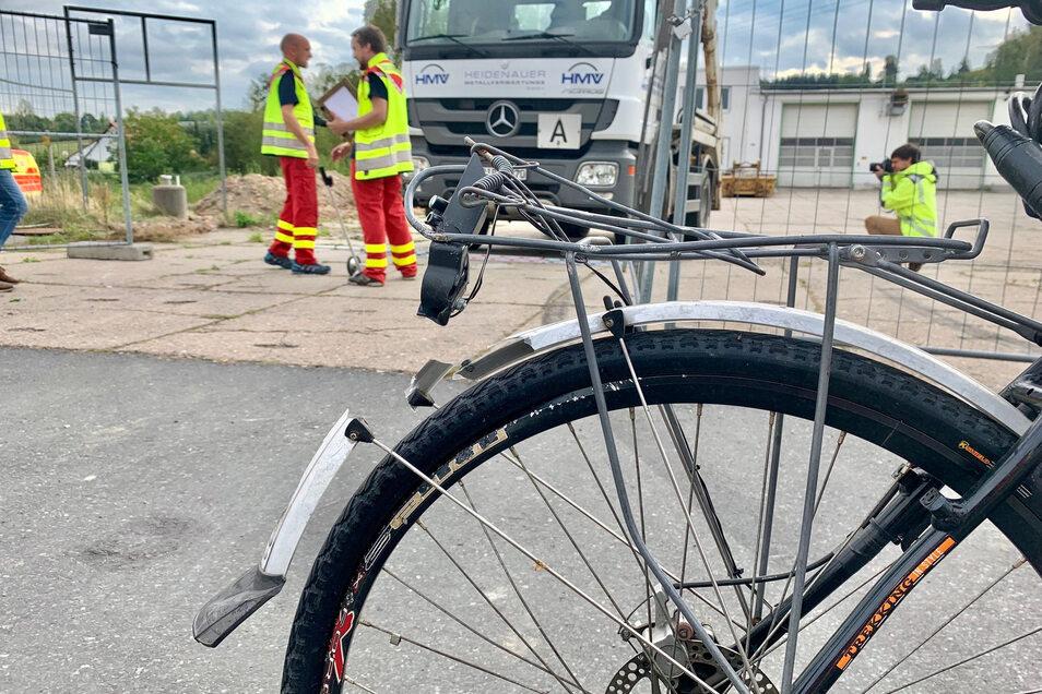 Ein 59-jähriger Radfahrer verunglückte in Heidenau tödlich. Die Geschäftsleitung der Heidenauer Metallverwertungs GmbH weist darauf hin, dass die Firma in keinem Zusammenhang zu diesem Unfall steht.