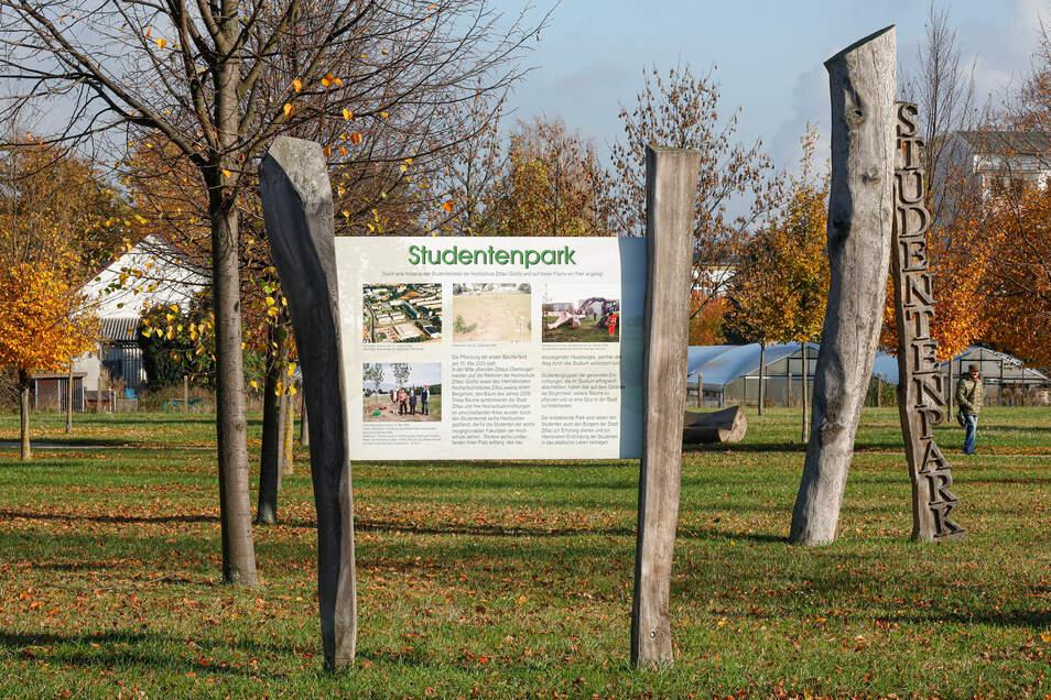 """Im """"Studentenpark"""" in Zittau können Absolventen der Hochschulen zur Erinnerung an ihr Studium einen Baum pflanzen."""