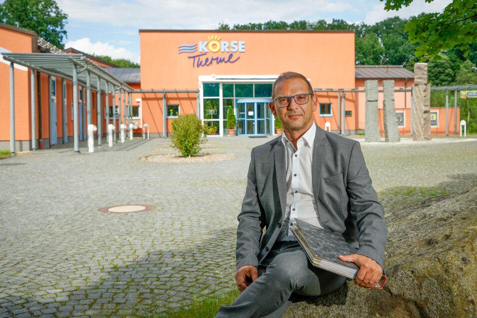 Mit seiner Stadt Schirgiswalde-Kirschau finanziert Bürgermeister Sven Gabriel über die Hälfte des Betriebes der Kirschauer Körse-Therme. Das sei nicht mehr zu stemmen, findet er und nimmt den Landkreis in die Pflicht.