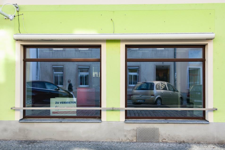 """""""Zu vermieten"""" ist in Schaufenstern leerstehender Geschäfte in Großenhain oft zu lesen. Doch nicht überall. Kontakte zum Eigentümer herzustellen, ist nicht einfach."""